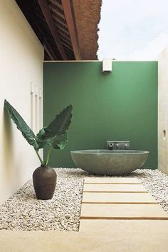 Minimal Approach - Outdoor Bathtubs We Wouldn't Be Able To Get Out Of - Photos
