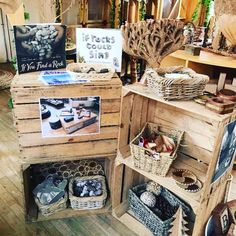 A beautiful display for loose parts! Easy for children to access and implement in their creative play. Reggio Emilia Classroom, Reggio Inspired Classrooms, Reggio Classroom, Classroom Layout, Classroom Organisation, Outdoor Classroom, New Classroom, Classroom Setting, Classroom Design