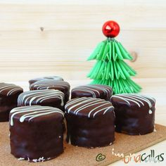 Mini prajituri cu ciocolata petit fours prajitura excelent Something Sweet, Biscuits, Diy And Crafts, Muffin, Projects To Try, Pudding, Ice Cream, Sweets, Candy