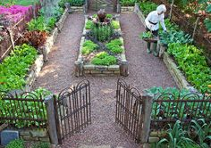 Vegetable Garden Layout With Trellis potted vegetable garden summer.Vegetable Garden Florida How To Grow. Potager Garden, Veg Garden, Vegetable Garden Design, Garden Types, Edible Garden, Vegetable Gardening, Organic Gardening, Fenced Garden, Veggie Gardens