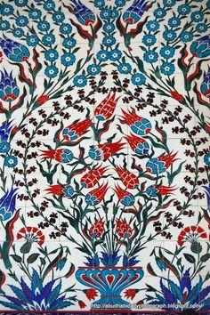 Islamic tiles at Sheikh Zayed Grand Mosque, Abu Dhabi renkler muhteşem çok seviyorum Turkish Tiles, Turkish Art, Arabic Design, Arabic Art, Islamic Tiles, Islamic Art, Art Du Monde, Islamic Patterns, Decoration Design
