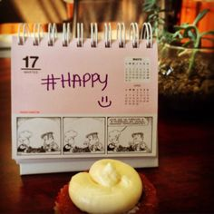 Happy #tuesday #mafalda #redvelvet #cupcake #office #godinezlife #mkt #mydesktoday #nature #working #atwork #lovemyjob by noramarlen