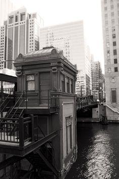 chicago river bridge house