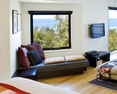 What can be more inviting than a day bed looking out to the sea. Sleep, read, surf your iPad or just gaze at the never ending waves at Sea Zen holiday house. Steam Showers, Sofa, Couch, Luxury Spa, Daybed, Zen, Surfing, Ipad, Waves