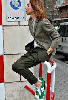 スニーカー×カラフルが可愛い!おしゃれな履きこなしコーデ【海外】 - NAVER まとめ