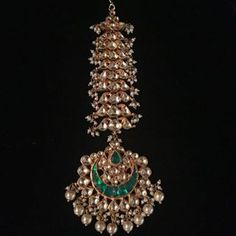 You can now design your own jewellery.fix an exclusive appointment with designer Preeti Mohan. Meet her in her new Studio in Jungi House… 1 Gram Gold Jewellery, Silver Jewellery Indian, Indian Wedding Jewelry, Royal Jewelry, Gold Jewellery Design, Silver Jewelry, Indian Bridal, Tika Jewelry, Jewelry Design Earrings