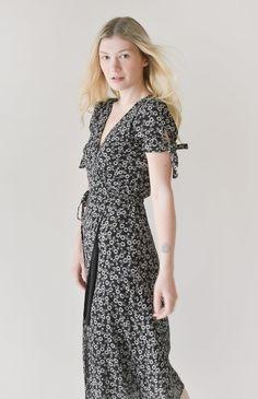 Vintage Skirt, Vintage Tops, Vintage Dresses, Vintage Outfits, Vintage Clothing, Vintage Inspired Outfits, Feminine Dress, Wrap Dress Floral, Dress Collection