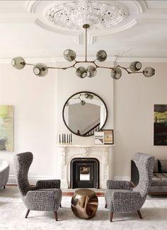 Une décoration ton sur ton rehaussée par ce un lustre excentrique. #salon #décoration #luxePlus de nouveautés sur magasinsdeco.fr/