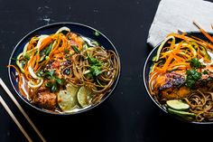 <em><strong>Recipe for Honey and soya glazed salmon and noodles & asian broth in english at the bottom of the page</strong></em>👇🏾...