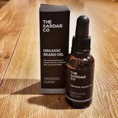 I have been using The Sardar Co Original Blend Beard Oil and having previously used the balm of the same scent, I had high hopes for this oil! Beard Soap, Beard Shampoo, Beard Balm, Well Groomed Beard, Beard Butter, Natural Beard Oil, Mustache Wax, Apricot Kernels, Lavender Tea