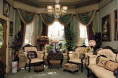 The victorian living room is always eye-catching, charming and luxurious in design and classic European style. The design of Victoria's living room is inspired by the decoration of homes or c… Victorian Home Decor, Victorian Living Room, Victorian Parlor, Victorian Interiors, Victorian Design, Victorian Furniture, Victorian Fashion, Victorian Curtains, Modern Victorian