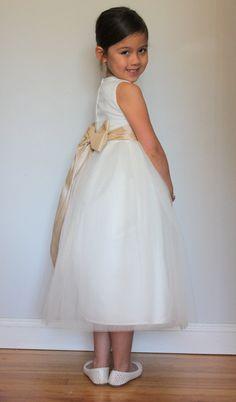The Mia Dress: Handmade flower girl dress tulle by SaskiaDankbaar