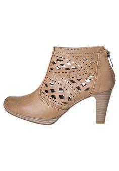 2897c7cc15e 21 bästa bilderna på Skor   Shoe boots, Beautiful shoes och Boots