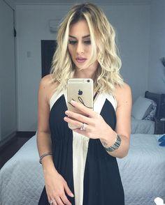 Dia de cabelo enroladinho, amigas!!! Tem bate papo no SNAP, não deixa Marizinha sozinha que fica sensiiiiiivel e chora.  Vem cá amiga, {blogmarianasaad} (Batom nude autoral da @eudoraoficial ) #ÓtimoSábadoMeusAmores #TimeDeLeitorasLindas #MarianaSaad
