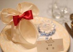 ゲストテーブルの華やかさ、ぐんとアップ♡ミッキー型や、リボン型。おしゃれで可愛い「ナプキンの折り方」まとめ*