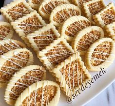 Oideas Fianán Cnónna Cnó - Essential International Milis Recipes In Irish Biscotti Cookies, Tea Cookies, Cookies Et Biscuits, Tea Recipes, Baking Recipes, Cookie Recipes, Dessert Recipes, Persian Desserts, Eid Cake