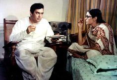 Sanjeev Kumar and Deepti Naval in Angoor, Deepti Naval, Sanjeev Kumar, Gulzar Poetry, Rishi Kapoor, Film World, Bollywood Pictures, Vintage Bollywood, Indian Movies, Iconic Movies