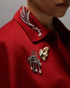 Chaumet: a pear-cut exclamation point highlights the vivacious character of Chau High Jewelry, Jewelry Accessories, Fashion Accessories, Jewelry Design, Fashion Jewelry, Jewellery, Estilo Fashion, Ideias Fashion, Antique Jewelry