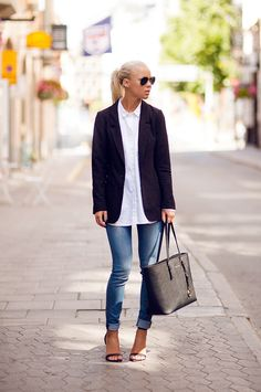 #VictoriaTornegren does it again. jeans/blazer/shirt combo FTW.
