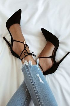 Pumps High heels Classy shoes Jeans Inspiration More on Fashionchick Pink Shoes, Suede Shoes, Women's Shoes, Strappy Shoes, Court Shoes, Heeled Sandals, Flat Shoes, Shoes Style, Shoes Sneakers