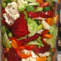 Salata de iarna asortata Pickling Cucumbers, Romanian Food, Guacamole, Cobb Salad, Pickles, Carne, Oven, Food And Drink, Homemade