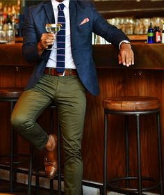 Not a fan of the pocket square, nor the shoes with no socks, but I LOVE the olive slacks. Fashion Mode, Fashion Outfits, Fashion Trends, Style Fashion, Fashion Clothes, Woman Outfits, Fashionable Outfits, Girl Clothing, Indian Fashion