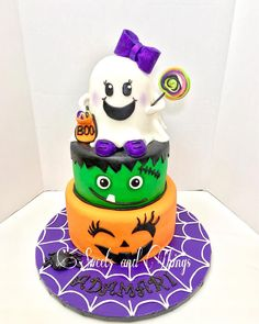 In the weeks leading up to Halloween, in which your body begins turning into one giant candy bar, there are plenty of themed treats to be eaten and enjoyed. Halloween Theme Birthday, Cute Halloween Cakes, Halloween 1st Birthdays, Mickey Halloween, Halloween Party Snacks, Unicorn Halloween, Halloween Activities For Kids, Themed Birthday Cakes, Halloween Party Decor