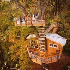 The #canopykings is a new pilot tv series by the dudes who love to hang in the trees and build Treehouses. The third level is another 30 ft up in the air! @canopycrew @donedoer @adam__mcintyre #treehouseclub