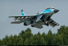 Fighter Aircraft, Fighter Jets, Pictures To Draw, Cool Pictures, Russian Plane, Supermarine Spitfire, Aerial Arts, Armada, Air Show