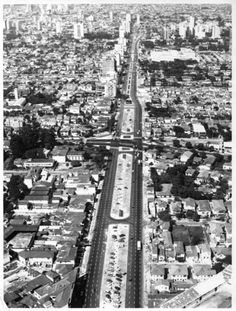 Vista aérea da avenida Faria Lima; a foto foi tirada entre 1968 e 1970