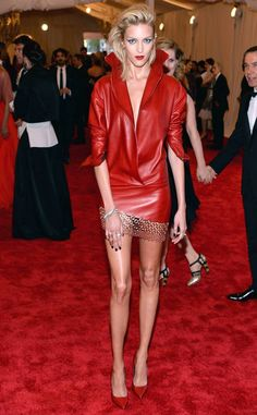 Anja Rubik from Met Gala Arrival Photos She's got legs! The model shows off her enviable stems on the red carpet. Anja Rubik, Outdoor Yoga, Model Show, Yoga Challenge, Cami, Red Carpet, Leather Jacket, Legs, Celebrities