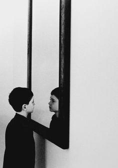 réflection dans le miroir