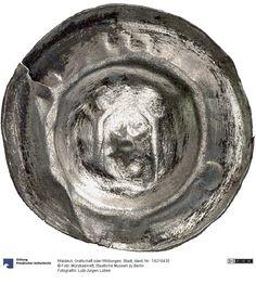Waldeck: Grafschaft oder Wildungen: Stadt Münze 1400-1425 Land: Deutschland (Land) Region: Hessen (Region) Münzstätte/Ausgabeort: Wildungen Nominal: Hohlpfennig, Material: Silber Gewicht: 0,37 g Durchmesser: 21 mm