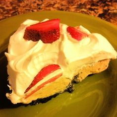 Peanut Butter Ice Cream Pie with #coolwhip via @SoberJulie
