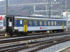 SBB - Personenwagen EW I 1+2 Kl. AB 50 85 39-35 086-0 im SBB Bahnhof von Biel-Bienne am 21.01.2007 Swiss Railways, Coaches, Train Stations, World, Trainers, Workout Trainer