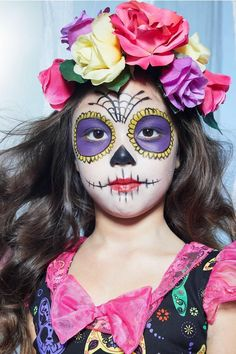 Are you looking for ideas for your Halloween make-up? Browse around this website for creepy Halloween makeup looks. Costume Halloween, Halloween Makeup For Kids, Kids Makeup, Halloween Kostüm, Halloween Costumes For Girls, Girl Costumes, Makeup Ideas, Skeleton Costumes, Vintage Halloween