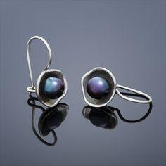Perlové náušnice Lotus – černá perla