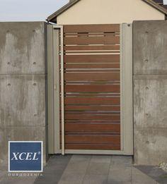 Who said that fences are boring? Wooden Door Design, Main Door Design, Entrance Design, Front Gates, Entrance Gates, Modern Fence Design, Big Doors, House Gate Design, Home Exterior Makeover