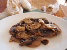 ampiony na esneku. Tyto houby na esneku jsou nam oblbenm ultra rychle hotovm doplkem tale i saltu. Tempeh, Stuffed Mushrooms, Paleo, Food And Drink, Low Carb, Vegetables, Veggies, Beach Wrap, Veggie Food