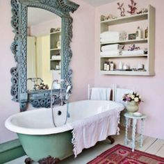 Feeling rejuvenated with these pinks and turquoises, the vintage and the romantic atmosphere.