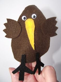 Whip up this cute kiwi finger puppet with your kids for a New Zealand theme or perhaps for Waitangi Day - its quick and easy, especially using our template. No sewing required! Animal Activities For Kids, Animal Crafts For Kids, Art Activities, Art For Kids, Big Kids, Kiwi, Waitangi Day, Bird Puppet, To Go