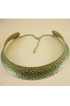 Necklace crafted in alloy, featuring snake pattern to main, a chain to end. It makes you the most fashion one in summer.$15