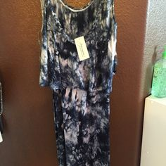 NWT Navy & White Maxi Dress Stunning Dress! Smoke and Pet Free, just recently bought this and I have one too similar. Dresses Maxi