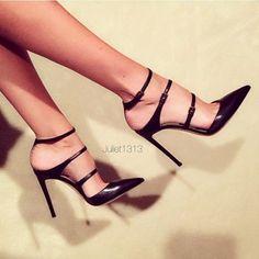 High Heels Schwarz, Frauen In High Heels, Dream Shoes, Crazy Shoes, Me Too Shoes, Pretty Shoes, Beautiful Shoes, Beautiful Lips, Hot Shoes