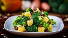 Brokkoli-Salat mit Äpfeln und Rosinen