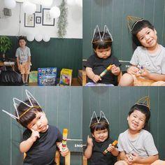 先日お兄ちゃんの誕生日でした  #ダイソー のキラキラモールで簡単 #王冠 作って 風船を沢山吊るして #パーティー しました  ニコニコしてー  とカメラを向けると 2人ともぎこちなーい笑顔で笑ってくれます  すけぼー兄ちゃん おめでとう   #今日のすけぼー #今日のひーぼー #1歳 #6歳 #100均DIY #誕生会 #おうち #DIY #ホームパーティー by sacha_sng_laboratory