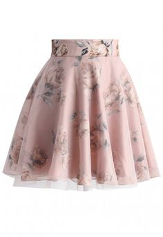 Our Pink Roses Mesh skater skirt is a dream to wear and a sight to see! With romantic pink roses spread across the skirt's entirety and a figure-flattering skater silhouette, this skirt is created to suit any wearer! Style with a denim button down and nude heels!  - Roses floral print all over - Pink mesh overlay - Back zip closure - Lined - 100% Polyester - Machine washable  Size(cm) Length Waist S         43    66 M        43    70 Size(inch) Length Waist S   …