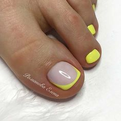 Neon Toe Nails, Flower Toe Nails, Yellow Toe Nails, Yellow Nails Design, White Tip Nails, Pretty Toe Nails, Neon Pedicure, Pedicure Nail Designs, Toe Nail Designs