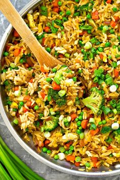 This healthier vegetarian take on classic fried rice uses orzo instead of rice and a rainbow of fresh vegetables! You'll only need a few ingredients and 30 minutes to put it on the dinner table. (Few Ingredients Dinner) Vegetarian Dinners, Vegetarian Recipes, Cooking Recipes, Healthy Recipes, Meal Recipes, Vegetarian Sandwiches, Vegetarian Barbecue, Going Vegetarian, Vegetarian Cooking
