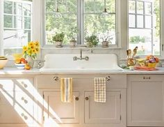 I think I could do this with my kitchen!  Note the wood flooring under the colorful rug. Could cork flooring be used instead with the same l...